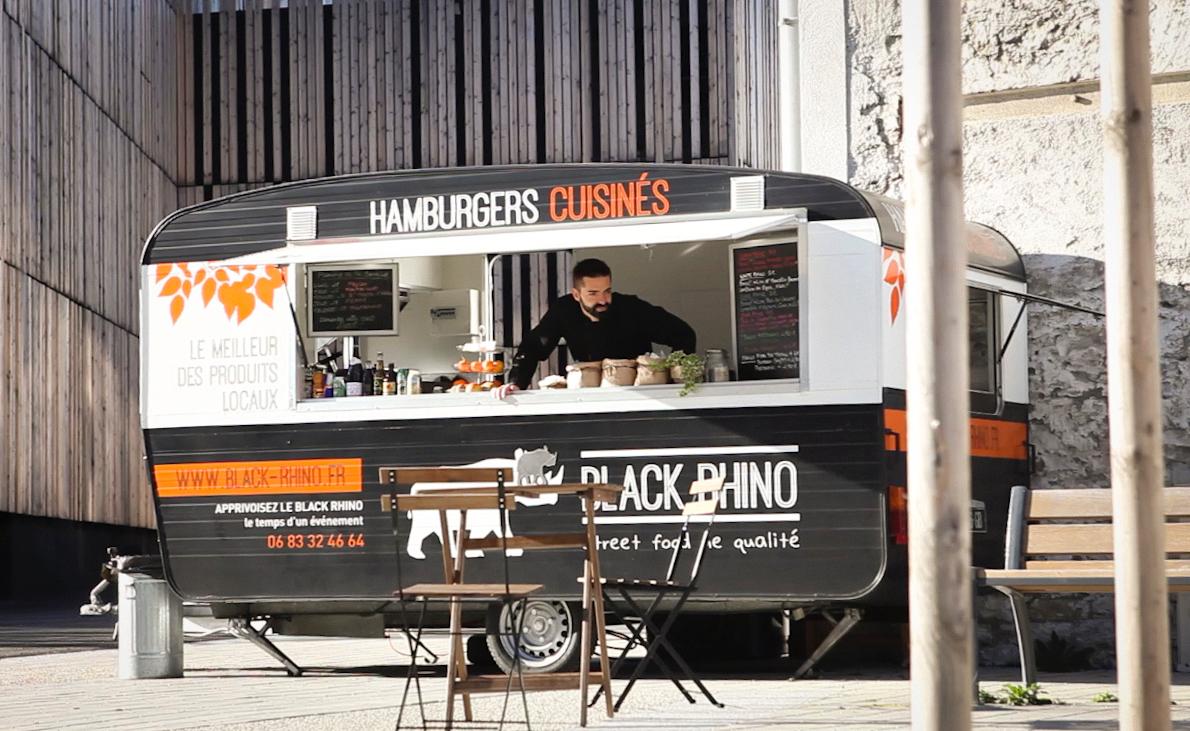La caravane du Black Rhino, le foodtruck à burgers